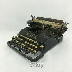 Ultra rare vintage antique old Era portable Typewriter types 3 bank keys italy